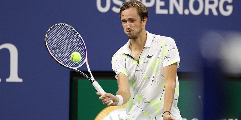 Теннисист за игрой