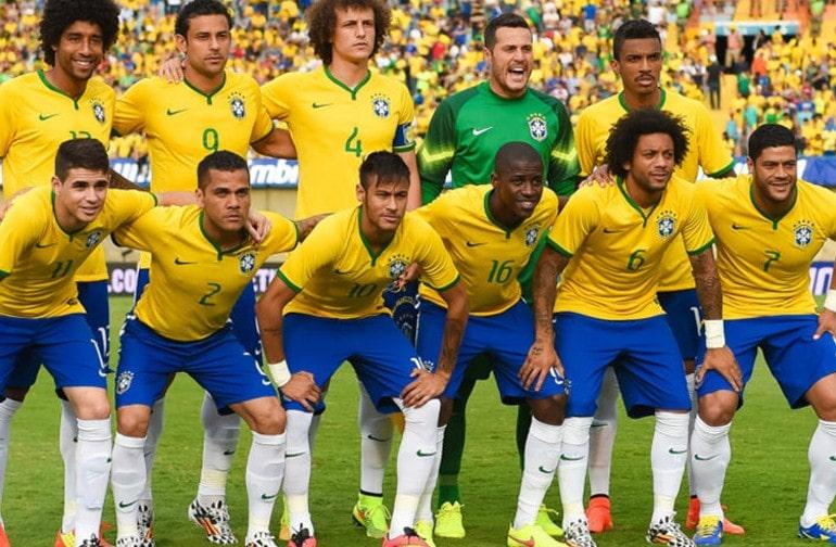 Неймар с борной Бразилии