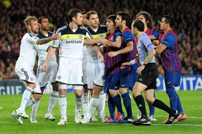 Спор между футбольными командами